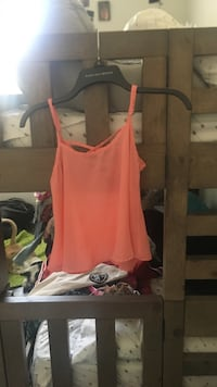 Women's pink crop top size small Amarillo, 79119
