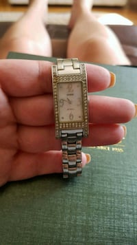 Guess analog watch with link bracelet Kitchener, N2E 2S5