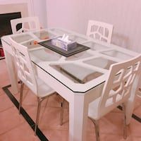White wooden dining table set 米西索加, L5B 2C9