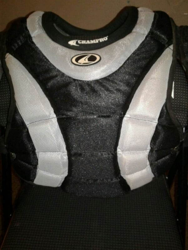 chest plate for a catcher for baseball a8894991-9cdf-4560-9bfd-7530423019ef