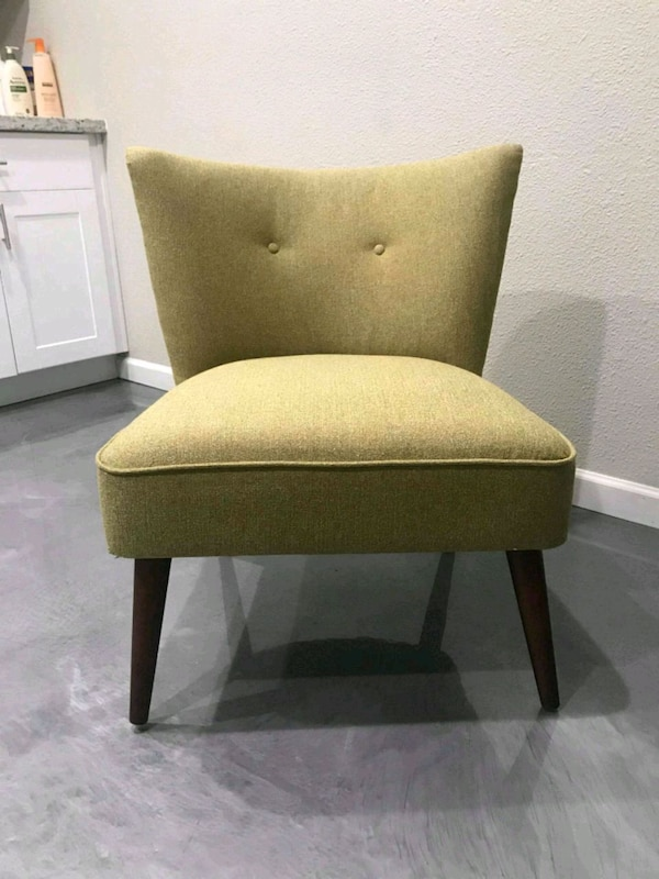 Armless green chair 6e775c88-fe28-450e-bd8c-58b2c170cb81