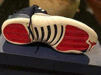 unpaired white and red Air Jordan 13 shoe 1211 mi