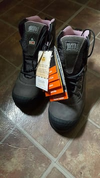 black-and-grey Dakota tactical boots 600 km