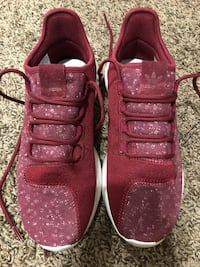 Pair of red nike low-top sneakers Albuquerque, 87109