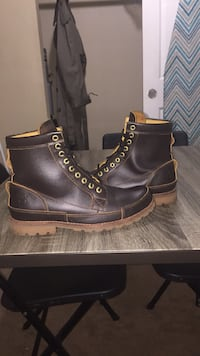 Pair of brown leather timberlands  Des Moines, 98198