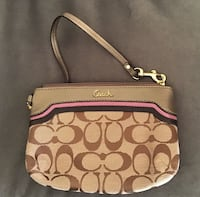 Used Coach wristlet  Springfield, 22152