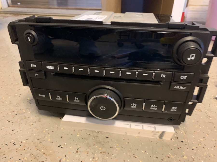 1 Factory Radio AM FM CD Player Radio w Aux Input USB UUI Unlocked Compatible With 2010-15 Chevrolet Truck 20934593