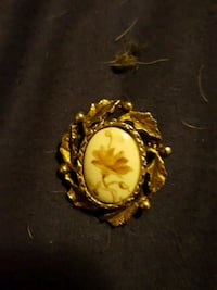 round gold-colored vintage pin Columbus, 43227
