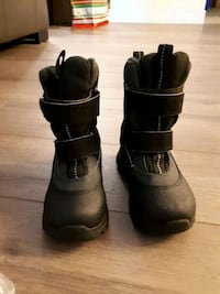 Prepare for winter size 9 winter boots Burnaby, V5G 4R1