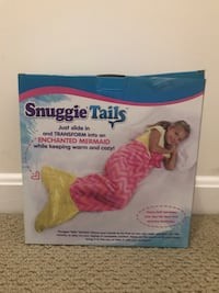 Snuggie Tails blanket color pink mermaid 1 size super soft - velveteen used  Woodbridge, 22192