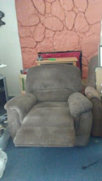 brown cloth recliner sofa chair Mukilteo, 98275