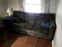 Couch  Newmarket, L3Y 3W8