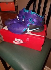 pair of purple Nike basketball shoes with box Griffin, 30223