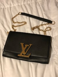 Louis Vuitton Shoulder Bag Vancouver, V5R 1N8