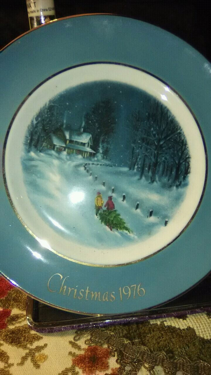 Photo AVON 1976 Christmas collector plate