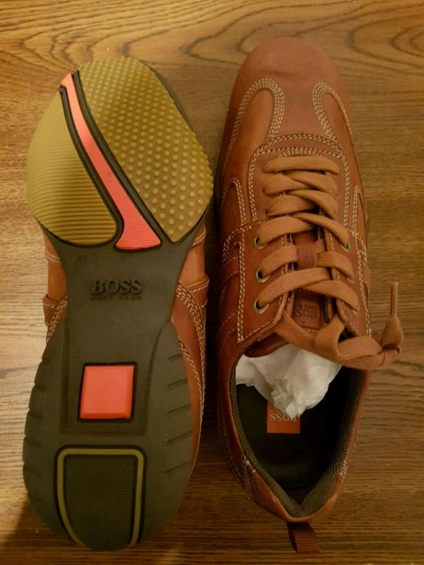 Authentic Hugo Boss Leather Sneakers  dddd0897-2d2d-49bd-911d-fa3fb5daf0a8