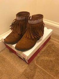 Girls boots size 3 good condition  Waldorf, 20601