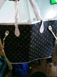 $50 firm new LV tote purse
