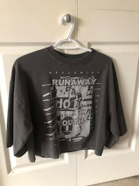 URBAN OUTFITTERS graphic tee Surrey, V3S 1Z2