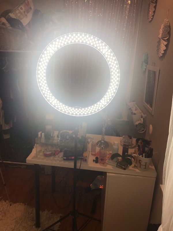 """Neewer 18"""" ring light with stand and bag"""
