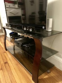 GLASS AND WOOD TV STAND IN GOOD CONDITION!!! Boston
