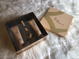 Nude by Rihanna perfume set