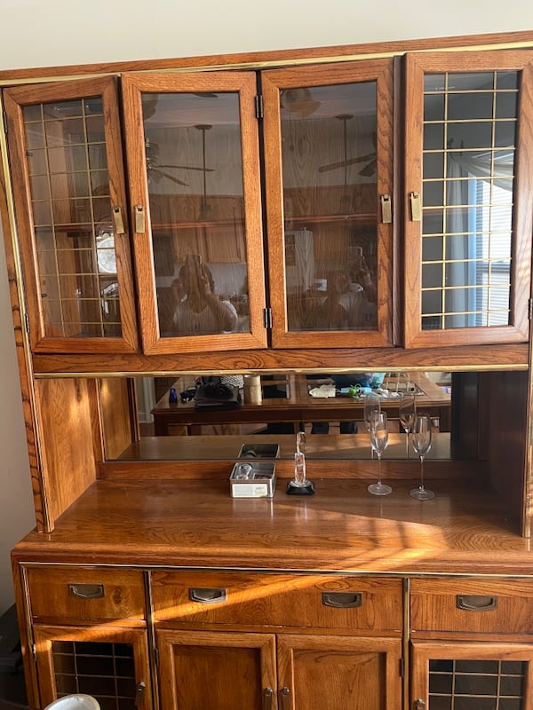 China Hutch and Dining room table with benches 5a1cfdf3-aa2c-4309-9ce0-00b61b89896f