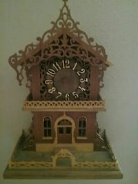 brown wooden house table clock Indianapolis, 46201