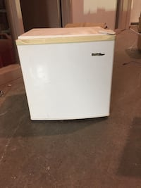 Mini fridge very clean, negotiable  Laval, H7G 0C8