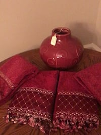 Red scroll vase and hand towel set Franklin, 37064