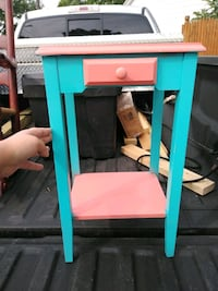 Cute Little End Table with Drawer North Tonawanda, 14120