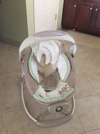 baby's white and gray bouncer 14 km