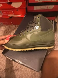 unpaired brown Nike Air Force 1 high shoe