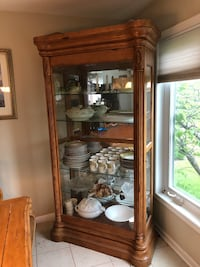 $50 Beautiful china cabinet with dimming lights