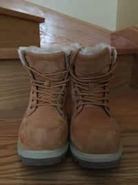 Winter boots.  , Hardly used , size 7 ladies / girls winter boots Mississauga, L5M 0L5