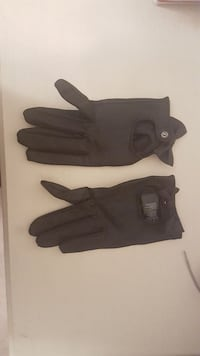 Faux leather gloves with bows