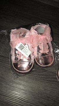 Shoes baby girl 6-9 brand new Brantford, N3T 5L5