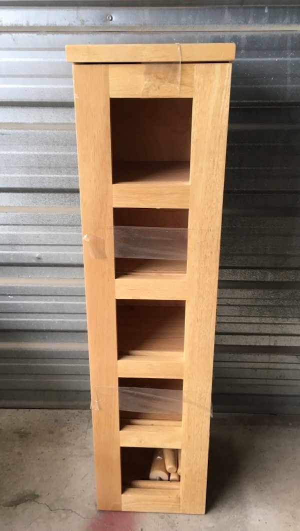 Wooden cd tower, 5-tiers. 4 legs screw in at base