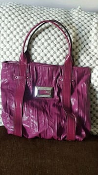 Large Authentic Guess Tote Calgary, T3R 0A1