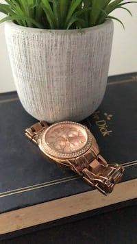 Round gold-colored chronograph watch with link bracelet 1168 mi