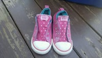 Girl size 10 converse shoes  Altoona, 50009