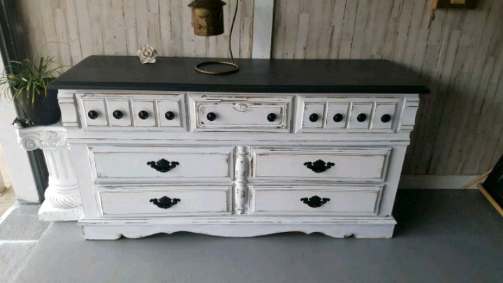 Merveilleux Tuxedo Stlye Distressed Dresser Or Tv Stand