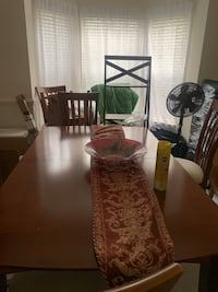 Dining room set w/6 chairs/extension leaf and china cabinet