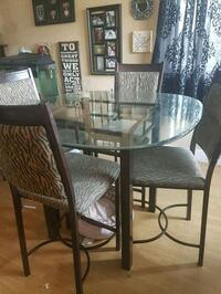 Glass table & chairs Surrey, V3S 1E1