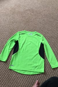 Sports shirt absorbs sweat & keeps cool