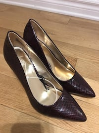 Pair of leather shoes color wine and size 8 Montréal, H4M 2N2
