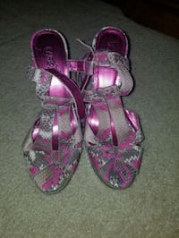 pair of pink-and-gray sandals Columbia, 29229