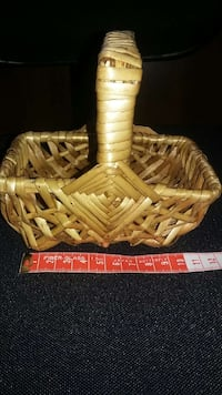 Mini wicker basket, brand new London, N6G 1N1
