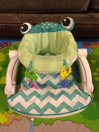 baby's white and green chevron bouncer Bakersfield, 93307