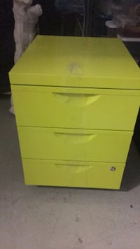 white wooden 3-drawer chest Montréal, H2N 1M5